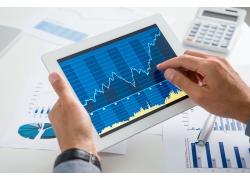 网贷110讲讲股票做波段赚钱还是长期持有更赚钱_股票流程