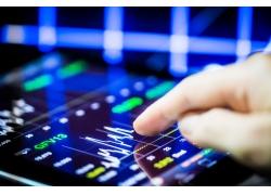 创新高的股票讲解中相反理论和马太效应是什么意思_行情资讯